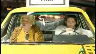 Paquita la del Barrio en el taxi de Arjona