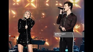 """Shawn Mendes and Miley Cyrus performing """"Islands in the Stream"""" at Dolly Parton Tribute 2019"""