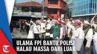 Ulama FPI Membantu Polisi Menghalau Aksi Massa yang Ricuh di Flyover Slipi