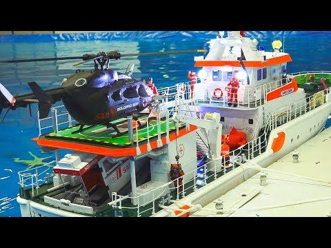 AWESOME RC MODEL SHIP ACTION ON THE POOL!! *RC SAR*RC CAR FERRY*RC STEAM BOAT