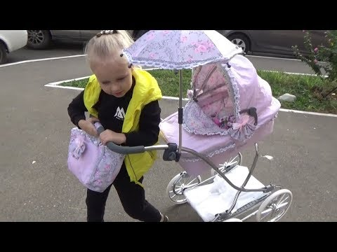 Алиса КАК МАМА гуляет на детской площадке с коляской Stroller for dolls on the Playground
