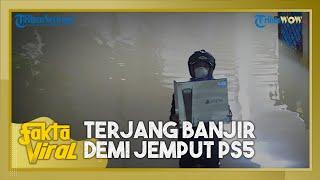 Cerita di Balik Viral Pria Terjang Banjir demi Jemput PS5, Ternyata Lakukan Aksinya untuk sang Anak