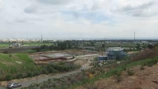 preview picture of video 'חירייה, הר הזבל שהפך לפנינה אקולוגית סביבתית - תצפית לנמל התעופה בן גוריון הסמוך'