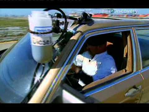 Das Benzin vom Öl für den Motorblock zu verdünnen