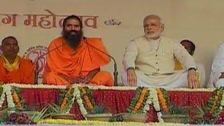Delhi: Ramdev & Modi at Yog Shivir