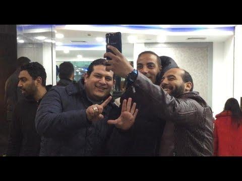 خالد بيبو وزكريا ناصف يلتقطون السيلفي مع جماهير الأهلي بمقصورة ستاد السلام