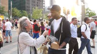 Michael Che Gets SNL Update Desk With Colin Jost
