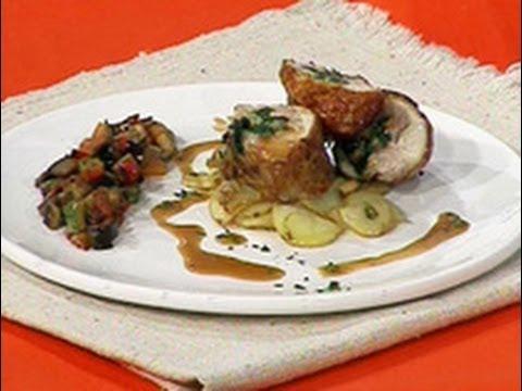 Del Mediterráneo - Pollo relleno de espinacas y almendras pisto papas salteadas y jugo con tomillo