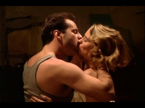 Hollywood Hot Actress Kissing Scene With Bruce Willis |