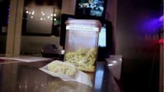 preview picture of video 'Trasferirsi ad Amsterdam (COFFEESHOP)'