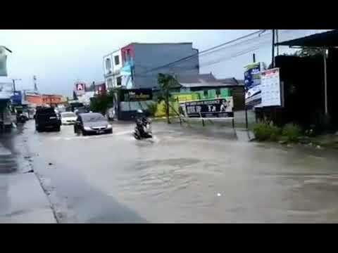 Banjir di Jl.paccerakkang, makassar, selasa pagi, 22 Januari 2019, jam 07:45 wita.