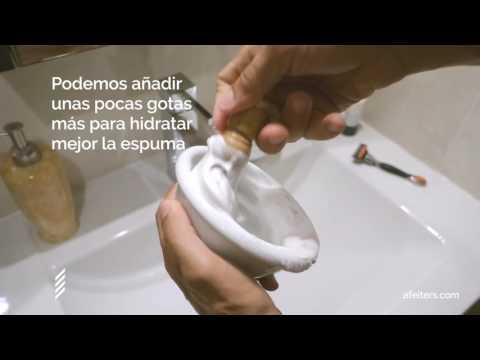 Cómo hacer espuma de afeitar con brocha y jabón en barra