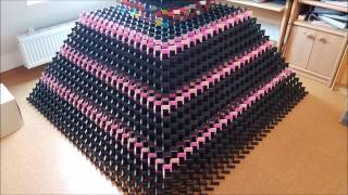 Biggest 3D domino pyramid fail ever - 31*31 - 19000 dominos