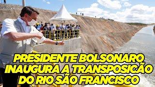 Presidente Bolsonaro levando água ao Ceará
