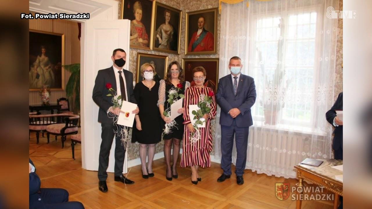 Wyróżnienia dla nauczycieli ze szkół Powiatu Sieradzkiego
