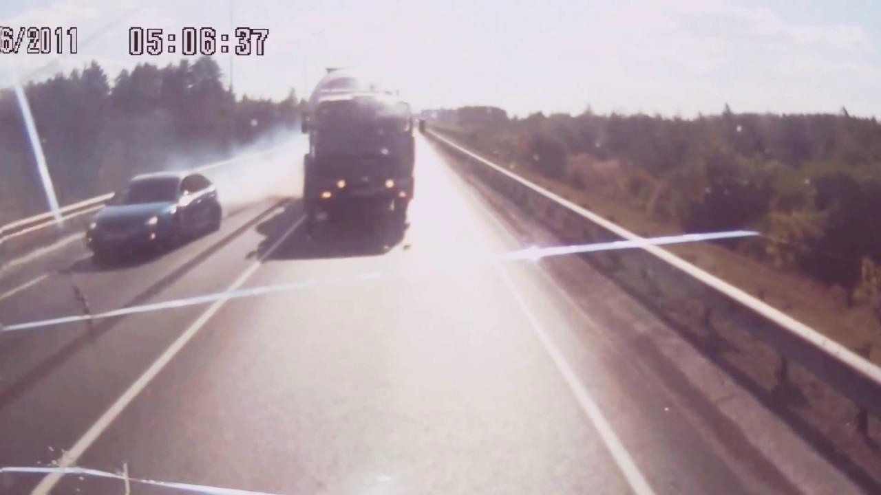 Лобовое ДТП грузовиков на трассе М7