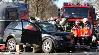 preview picture of video 'Oyten: Verkehrsunfall fordert zwei Schwerverletzte'
