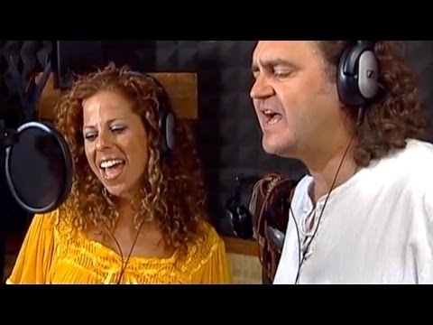 Paco Damas canta en Nerja sus versos contra la violencia de género