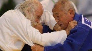 Entrenamiento de Judo tradicional. (HD)