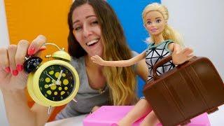 Barbie muñeca va a la entrevista de trabajo. Vídeos para niñas.
