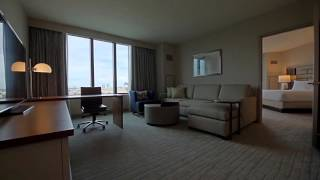 1 King Bed 1 Bedroom Premium Suite - City View