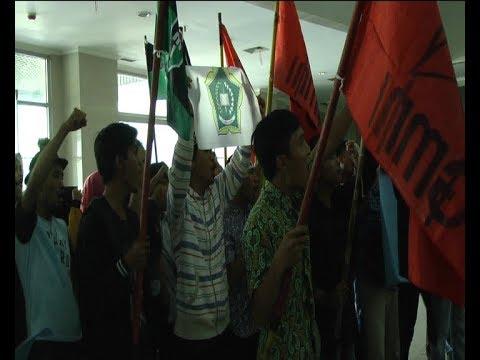 BERITA TERKINI RIAU TV:PULUHAN MAHASISWA UNJUK RASA KE DPRD INHIL