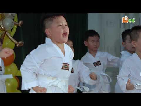 Đồng diễn võ thuật - Học sinh MN Thăng Long biểu diễn