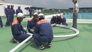 消防用ホース利用し水難救助訓練