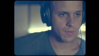 Musik-Video-Miniaturansicht zu Out of My Hands Songtext von Milow