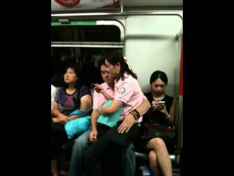 性急情侶強佔座位