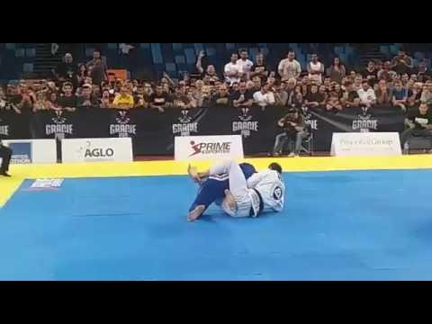 Roger Gracie finaliza Marcus Buchecha na grande revanche