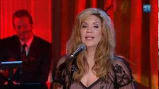 "Alison Krauss performs ""When You Say Nothing At All"" 