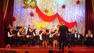 Духовой оркестр играет. Русское видео