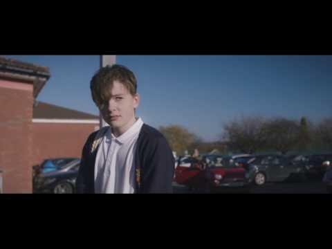Harry Gilby nel film Just Charlie: affermare la propria identità è un diritto