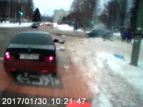 ДТП под Ярославлем: Врач вылетел из машины скорой помощи