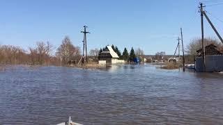 В Аткарске талая вода дошла до окон домов