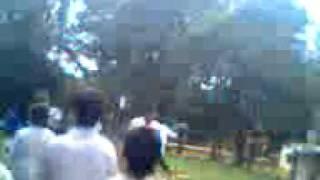 preview picture of video 'pelea en la poli 5 de candelaria misiones.3gp'