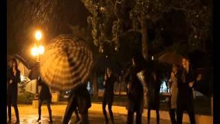 preview picture of video 'cantando bajo la lluvia'