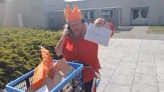 Bij Bosshardt in Almere verrast ouderen op Koningsdag