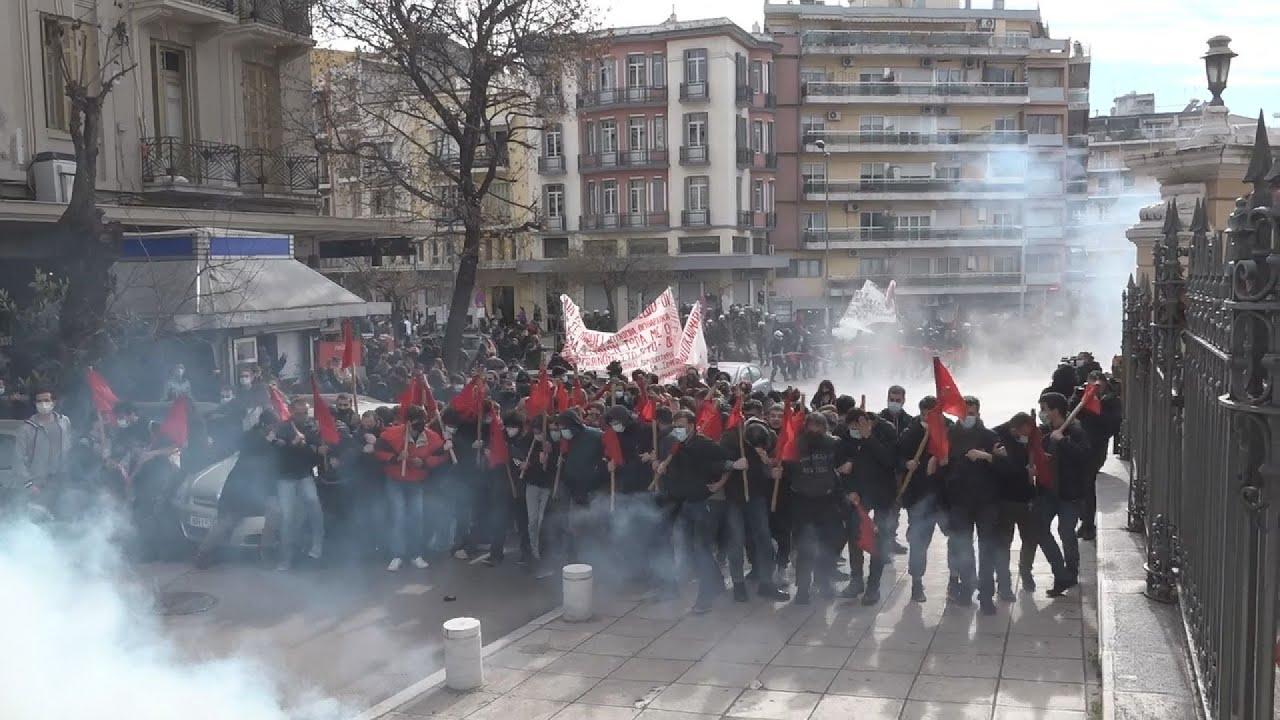 Θεσσαλονίκη: Ένταση και μολότοφ στην πορεία κατά του νομοσχεδίου του υπ.Παιδείας
