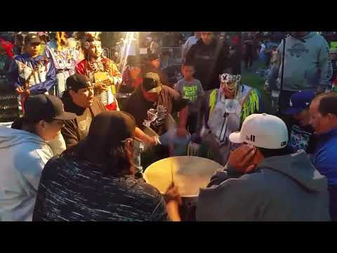 Gathering At The Falls Powwow 2018 Spotted Horse Drum group