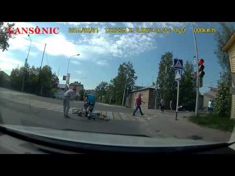 Лобовое столкновение велосипедистов