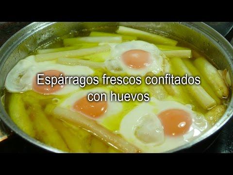 Espárragos confitados con huevos (receta fácil)
