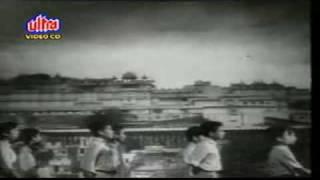 """Aao Bachho Tumhe Dikhayen"" :: JAGRUTI (1954) - YouTube"