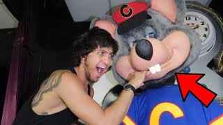 DONT GO TO CHUCK E CHEESE OVERNIGHT ATTACKED BY CHUCK E CHEESE!!