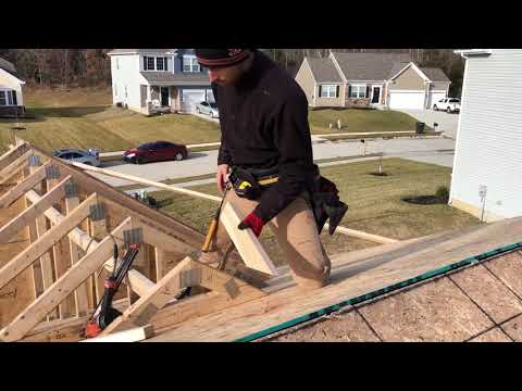 Setting valley trusses