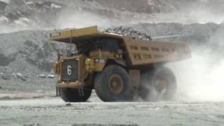 preview picture of video 'Caterpillar 789C Mining Trucks'