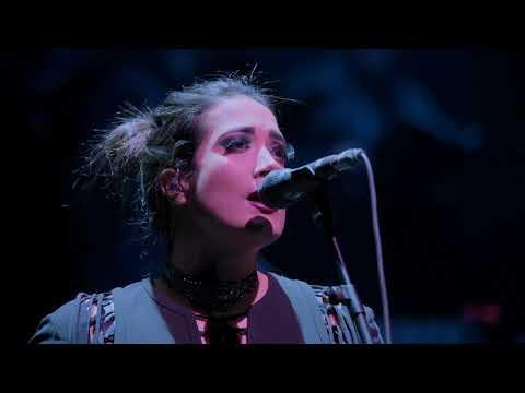 """Bella Voz Interpreta La Canción De La Película """"Gladiator"""""""