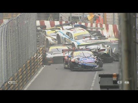 Куча мала на  гонке спортивных автомобилей на Гран-при Макао