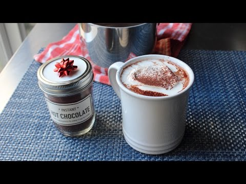 Homemade Instant Hot Chocolate Mix – Last Minute Edible Christmas Gift Idea!